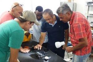 Alunos praticando instalação e fusão de Fibras Ópticas